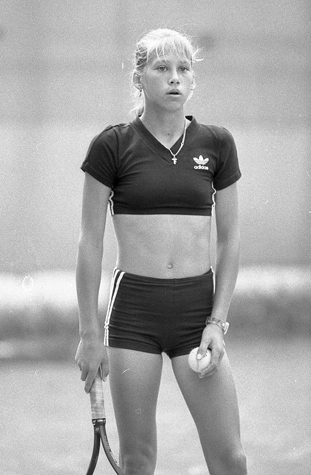 1995 год. Москва. Анна Курникова натренировке. Фото Дмитрий Солнцев, -