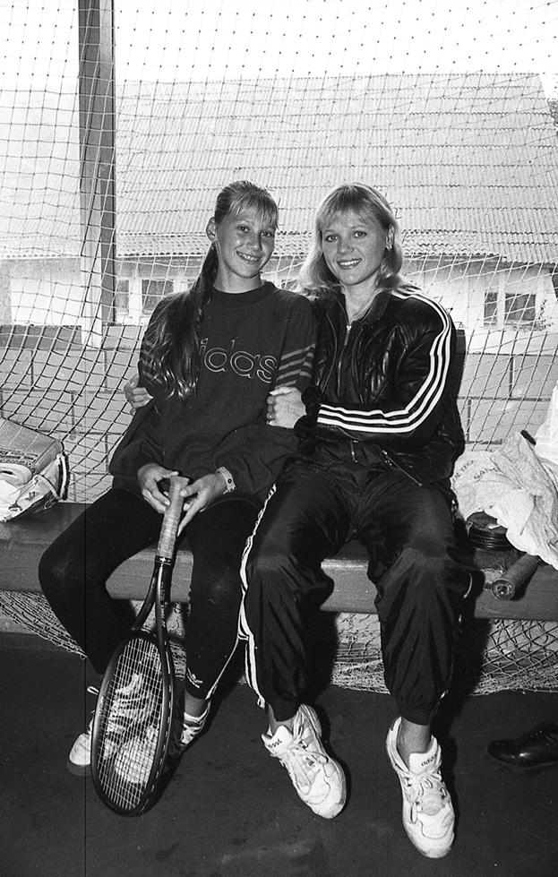1995 год. Москва. Анна Курникова сосвоей мамой Аллой. Фото Дмитрий Солнцев, -