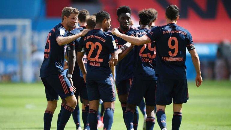 6июня. Леверкузен. «Байер»— «Бавария»— 2:4. Мюнхенцы празднуют гол. Фото AFP