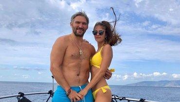 Жена Овечкина вспомнила, как сыграла впляжный волейбол смужем