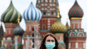 6июня. Москва. Девушка вмаске наулицах города.