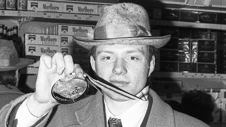 Золотая медаль хоккеиста Алексея Жамнова. Фото Дмитрий Солнцев, -