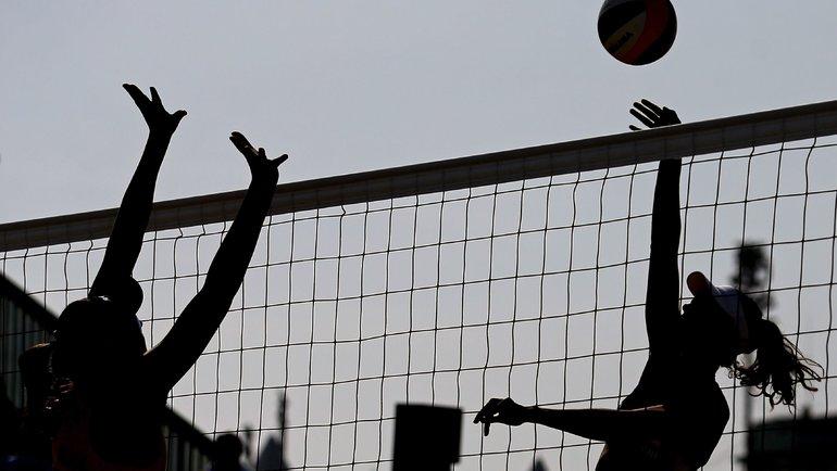 Суд вынес приговор полицейским запринуждение 17-летней волейболистки ксексу. Фото AFP