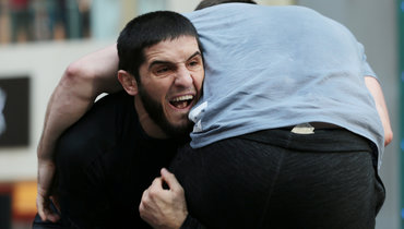 Новое видео драки наUFC 229. Оказывается, друг Хабиба жестко ударил секунданта Макгрегора