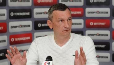 Валентин Иванов снова учит российских судей. Новозвращаться вроссийский футбол нехочет