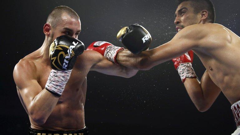 Максим Дадашев (слева) против Антонио деМарко. Фото AFP