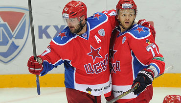 2014 год. Александр Радулов (№47) иСтефан ДаКоста (№77) вматче заЦСКА.