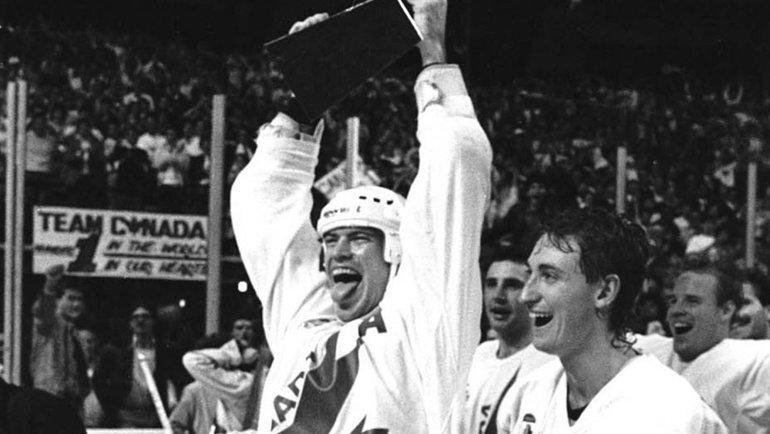 Нападающие сборной Канады Марк Мессье иУэйн Гретцки наКубке Канады-1987. Фото Reuters4