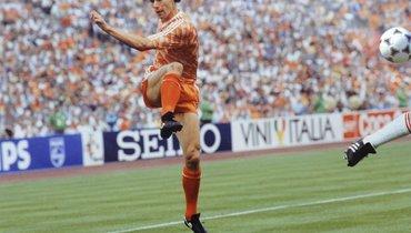 32 года назад ван Бастен забил легендарный гол сборной СССР вфинале Евро-88