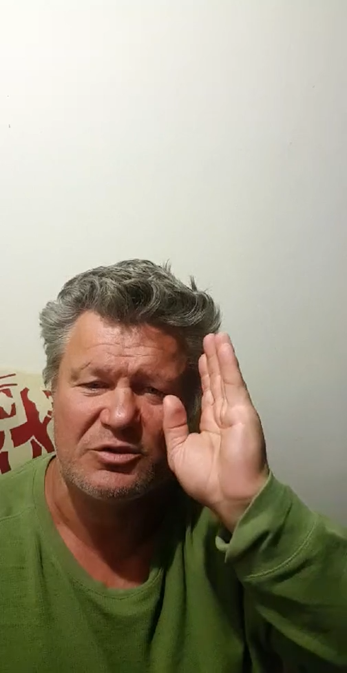 Олег Тактаров общается с подписчиками. Фото Instagram