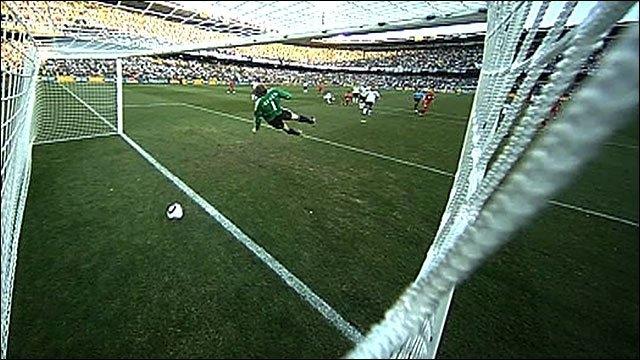 27 июня 2010. Чемпионат мира, 1/8 финала. Германия - Англия - 4:1. Незасчитанный гол Фрэнка Лэмпарда. Фото BBC