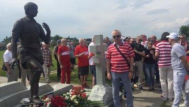 НаТроекуровском кладбище открыли памятник Федору Черенкову