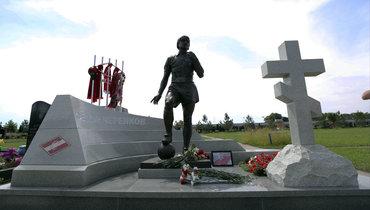 Памятник Федорову Черенкову иподарок фанатам «Спартака»