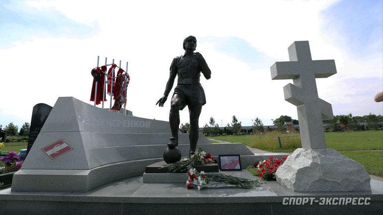 28июня. Москва. Памятник Федору Черенкову наТроекуровском кладбище.