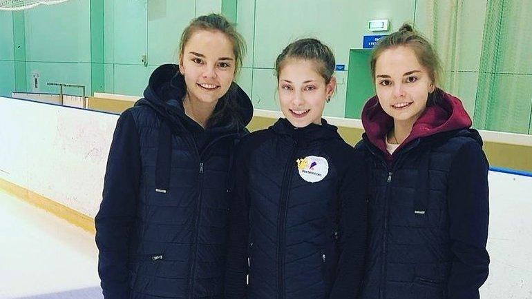 Алена Косторная (вцентре) исестры Аверины. Фото instagram.com