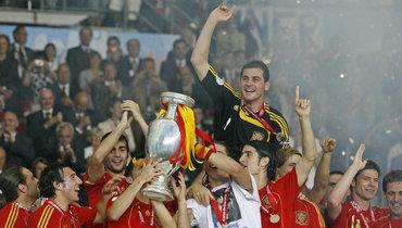 Сборная Испании прервала 44-летнюю серию без трофеев. Для этого пришлось дважды разнести Россию