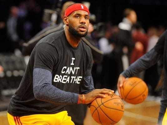 """Леброн Джеймс в майке с лозунгом """"Я не могу дышать"""", направленном против расового неравенства. Фото USA Today Sports"""