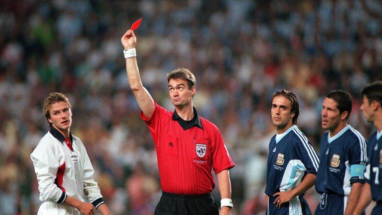 Красная карточка Бекхэма вматче сАргентиной начемпионате мира-1998. Фото GQ
