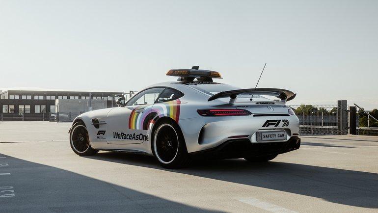 """Новый дизайн машины безопасности """"Формулы-1"""". Фото """"Мерседес"""""""
