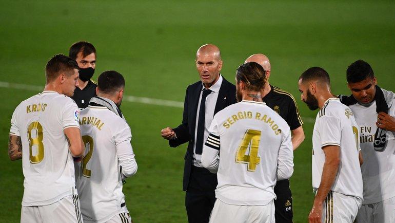 Зинедин Зидан иигроки «Реала». Фото AFP