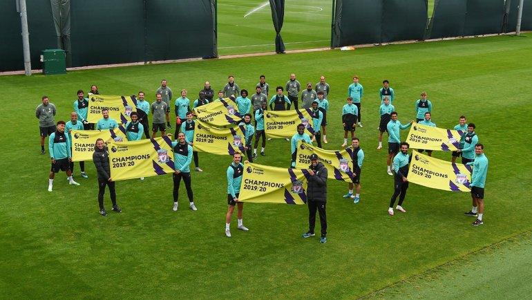 Игроки «Ливерпуля» получат кубок 22июля. Фото twitter.com/GWijnaldum.