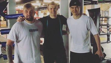 (слева направо) Баста, Максим Гришин истендап-комик Нурлан Сабуров.