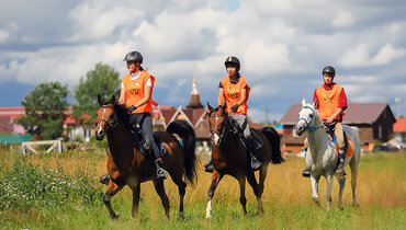 Вподмосковном КСК «Отрада» прошел турнир подистанционным конным пробегам. Фото Федерация конного спорта России