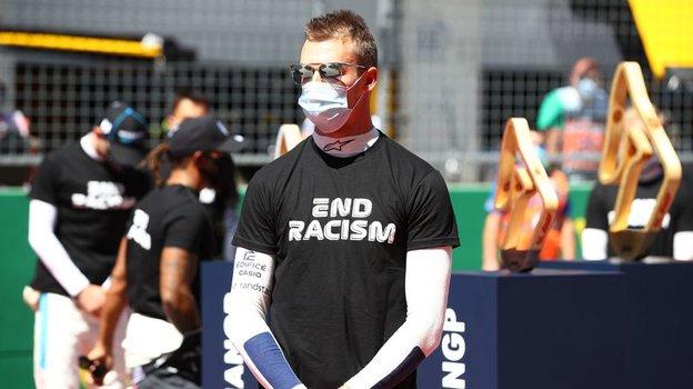 «Квят неподдался напровокации Хэмилтона». Реакция пользователей наотказ российского гонщика преклонить колено