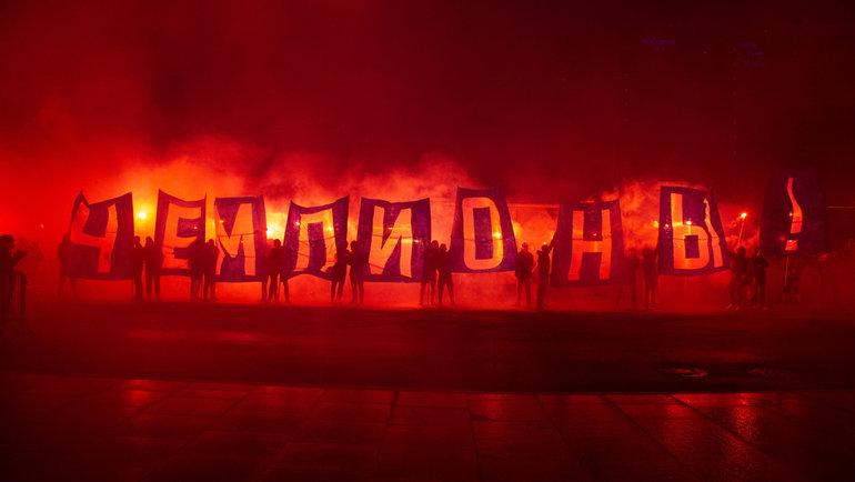 6июля. Санкт-Петербург. Болельщики «Зенита» встречают чемпионов России.