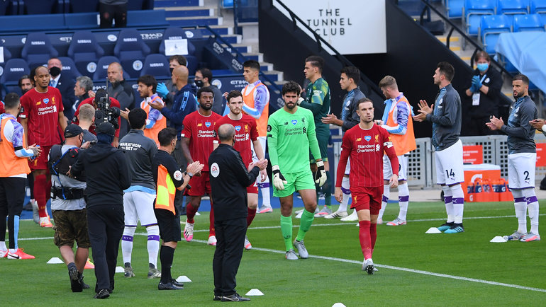 Чемпионский коридор для «Ливерпуля» отигроков «Манчестер Сити». Фото Reuters