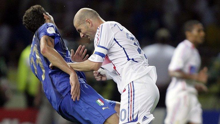 инцидент между полузащитником сборной Франции Зинедином Зиданом изащитником сборной Италии Марко Матерацци вфинале ЧМ-2006. Фото Reuters