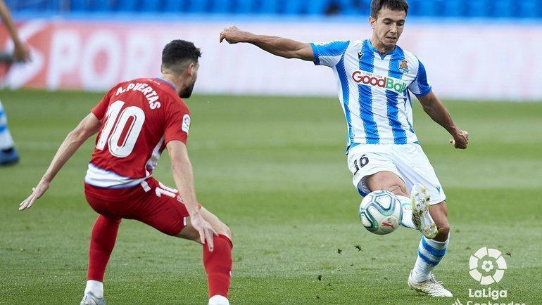 Антонио Пуэртас (слева) против Мартина Субименди. Фото ФК «Гранада».