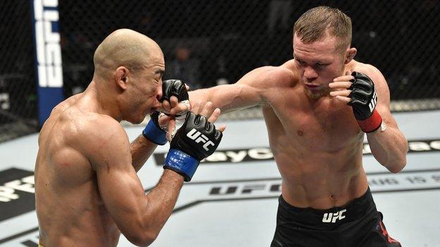 Петр Яннокаутировал Жозе Альдо изавоевал вакантный пояс чемпиона UFC. Фото Bleacher Report