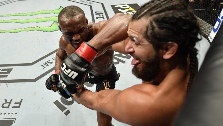 Камару Усман vsХорхе Масвидаль. Фото UFC