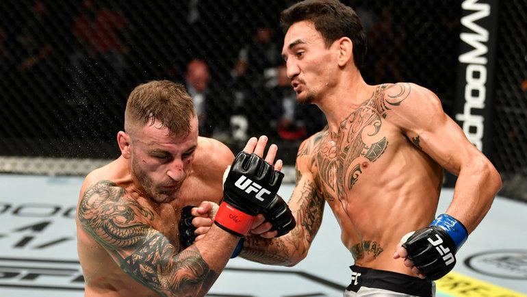 Макс Холлоуэй несмог взять реванш уАлекса Волкановски вбою затитул чемпиона UFC вполулегком весе. Фото Zuffa LLC