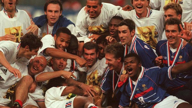 Сборная Франции празднует победу начемпионате мира-1998. Фото Twitter