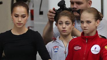 (слева направо) Алина Загитова, Алена Косторная, Александра Трусова, Анна Щербакова, Этери Тутберидзе.