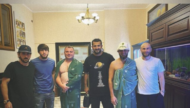 «Сандуновские бани». Фото Мирзова сГригалавой идругими игроками «Арсенала»