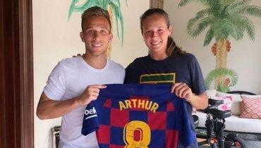 Хавбек «Барселоны» подарил футболку российской теннисистке Касаткиной
