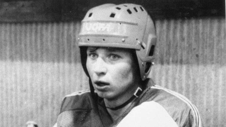 Роковой удар головой вборт. Трагедия защитника, после которой изменили правила хоккея