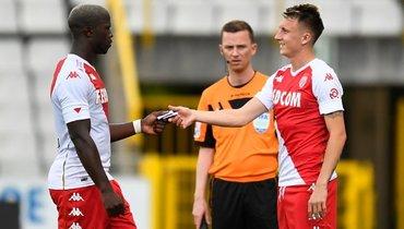 17июля. Брюгге. «Серкль Брюгге»— «Монако»— 0:2. 70-я минута. Александр Головин (справа) получает капитанскую повязку, выходя назамену.