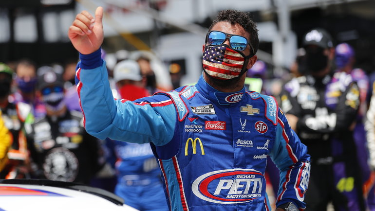 Пилот NASCAR Бубба Уоллес.