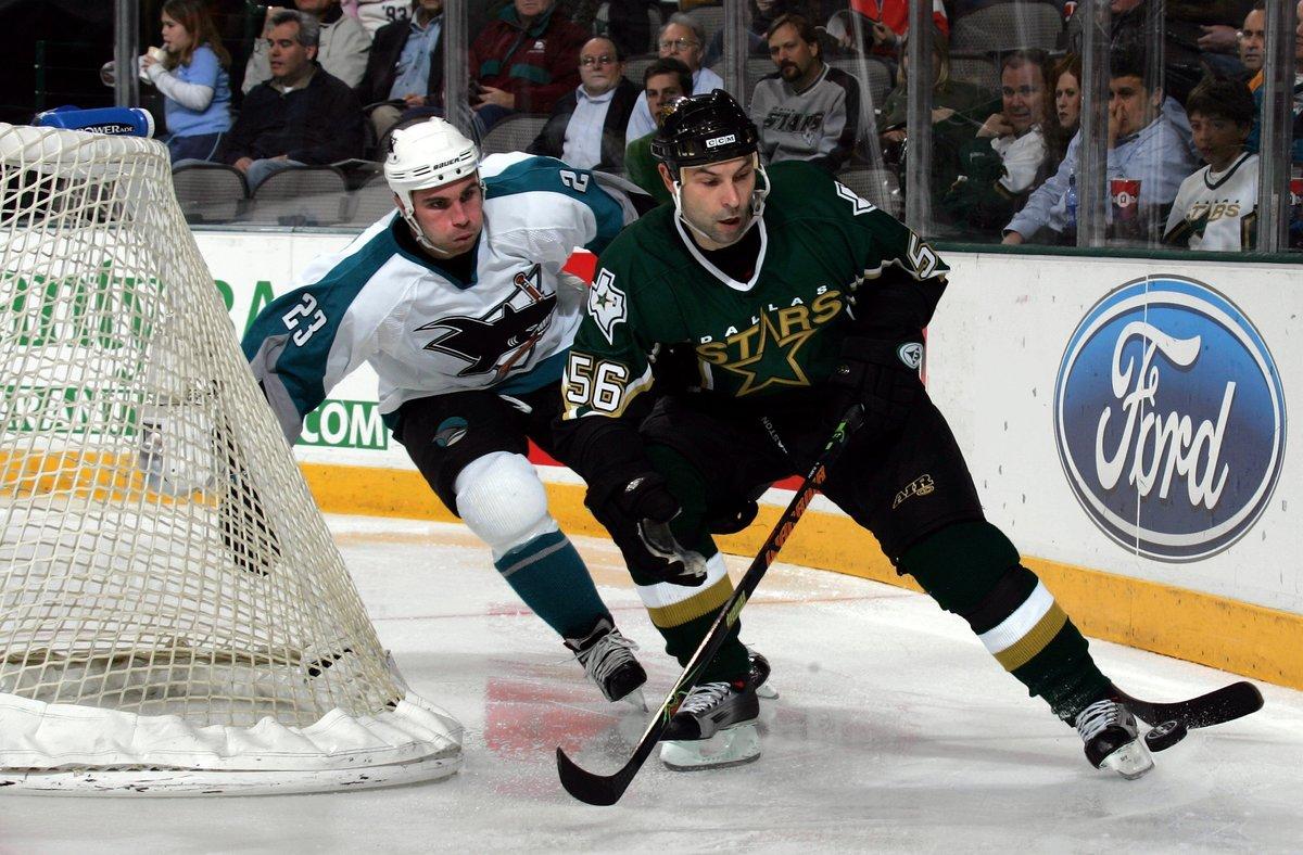 Таких защитников нехватает российскому хоккею. В23 онсотворил вечный русский рекорд НХЛ ивзял Кубок Стэнли