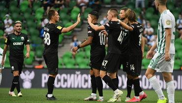 22июля. Краснодар. «Краснодар»— «Ахмат»— 4:0. Радость хозяев, которые пробились вотбор Лиги чемпионов.