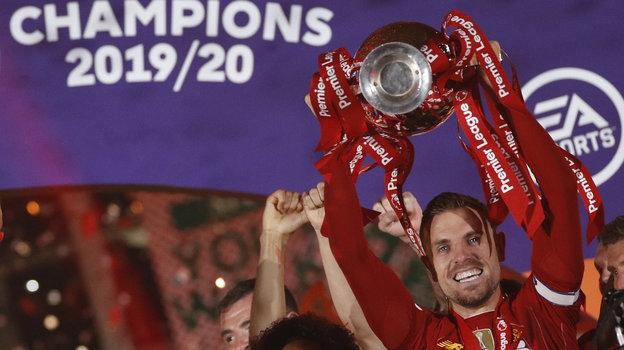 22июля. Ливерпуль. Вручение «Ливерпулю» чемпионского кубка. Фото Reuters