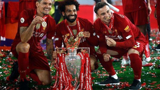 22июля. Ливерпуль. Вручение «Ливерпулю» чемпионского кубка. Фото AFP