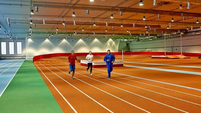 Легкоатлетический манеж стадиона СГАФК вСмоленске.