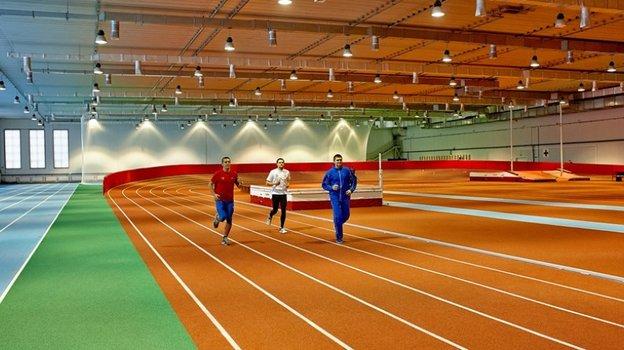 Легкоатлетический манеж стадиона СГАФК в Смоленске.