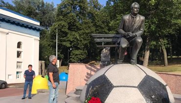 Луческу возложил цветы кпамятнику Лобановскому