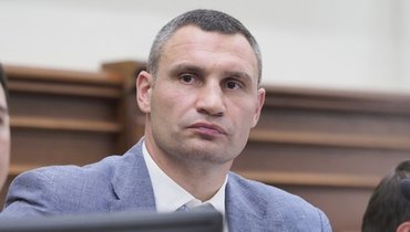 Виталий Кличко задержал вКиеве двух вандалов, написавших настене White Lives Matter
